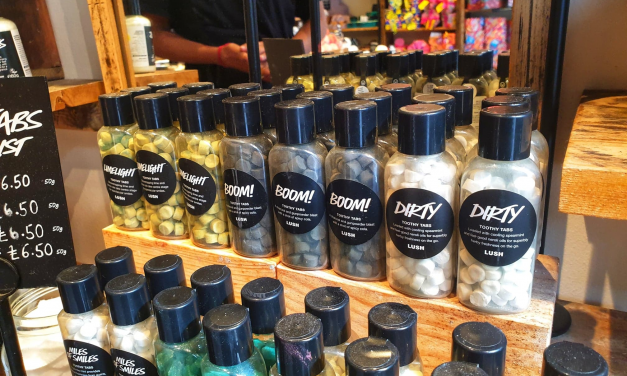 """""""It's a bit like a Trebor extra strong mint!"""" We review Lush's 'Toothy Tabs'."""